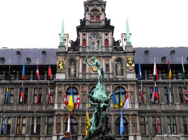 Plaza Markt de Amberes, Ayuntamiento