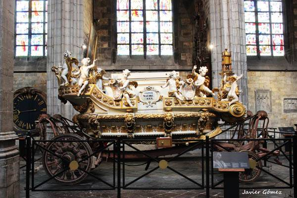 Carroza de Oro de Saint Waudru en Mons - 01