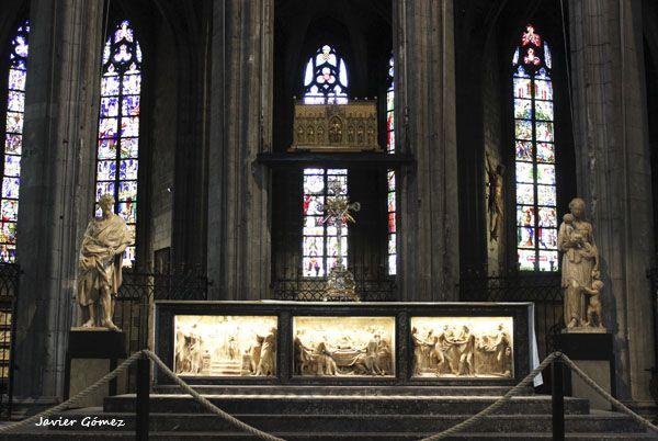 Colegiata de Saint Waudru de Mons - altar mayor y relicario - 1
