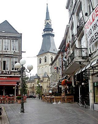 Grote Markt y Catedral de Hasselt