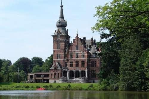 El castillo de Retie, hogar del Conde du Four