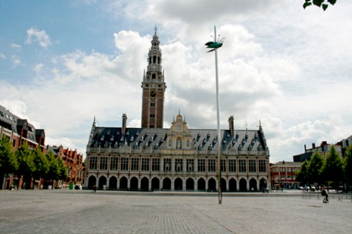 Ladeuzeplein, hermosa plaza en Lovaina