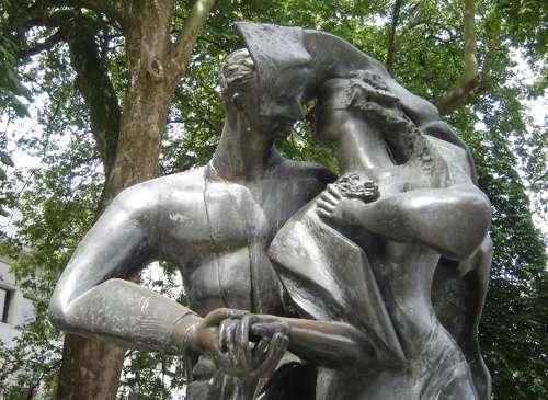 La estatua de Los amantes, en Brujas