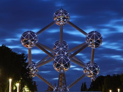 Atomium de noche