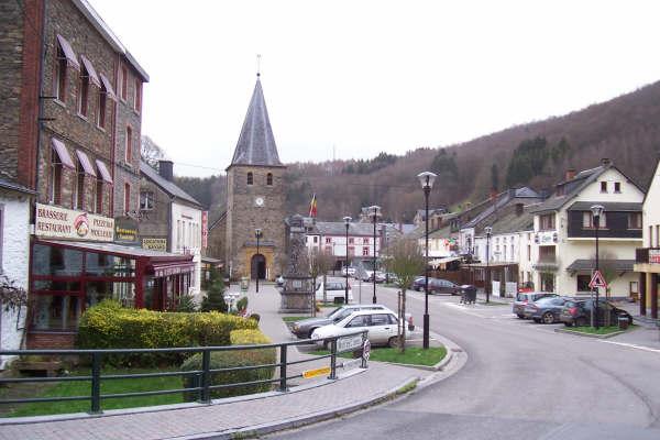 La Iglesia de Bohan, en la frontera con Francia