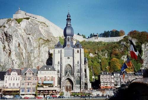 La Colegiata de Notre Dame en Dinant