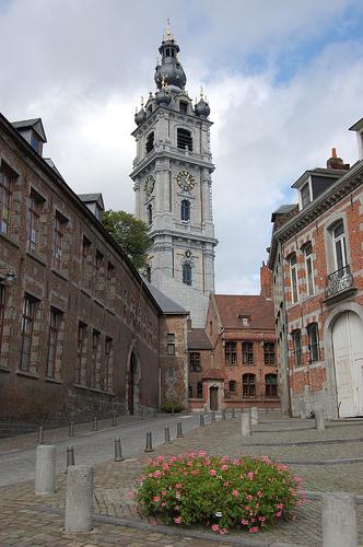 El Catiau, torre-campanario de Mons