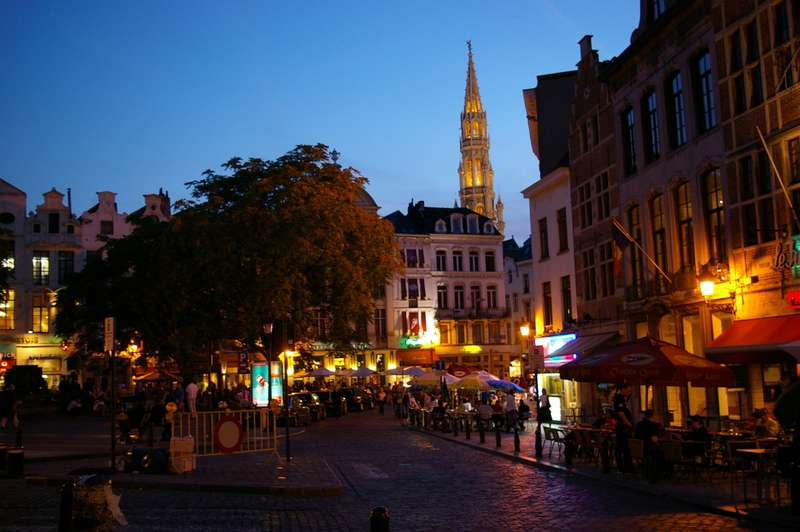 La Galeria Saint Hubert, exterior de noche