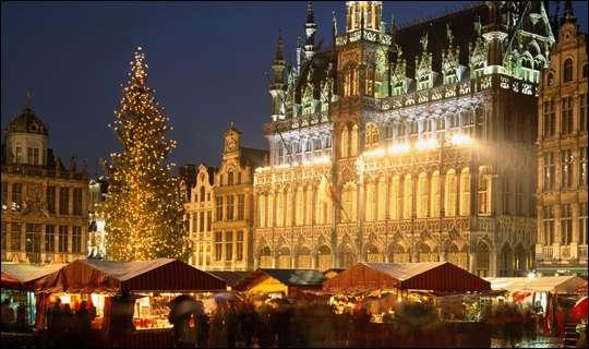 Mercado de Navidad en la Grand Place de Bruselas