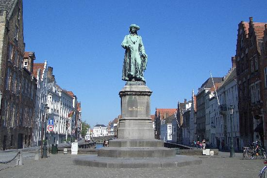 Plaza Jan Van Eyck en Brujas