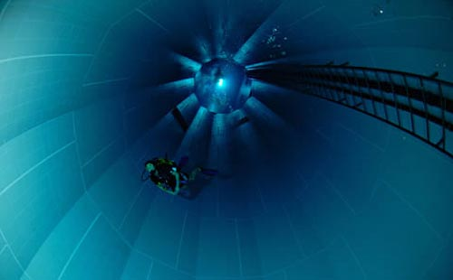 Nemo 33 la piscina mas profunda del mundo for La piscina mas temible del mundo