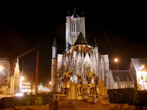 La noche se cierne sobre San Nicolás