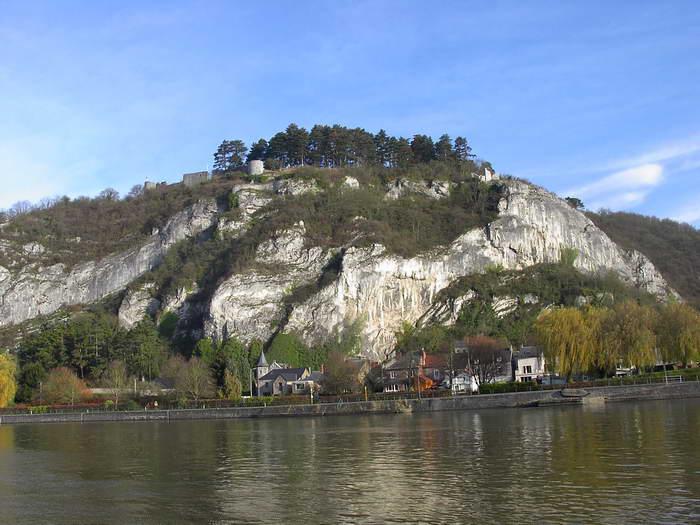 Poilvache y las ruinas del Castillo en la colina