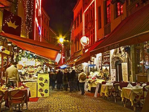 Un paseo por la Rúe des Bouchers en Bruselas
