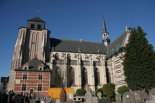 Iglesias en Geel, patrimonio cerca de Amberes